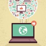 Ordenador portátil del vector con los medios iconos sociales libre illustration