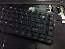Ordenador portátil desmontado Concepto del servicio de reparación Imagenes de archivo