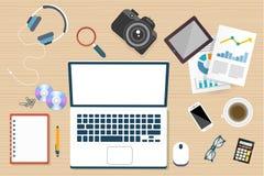 Ordenador portátil en línea de la cámara del lugar de trabajo en la visión superior libre illustration