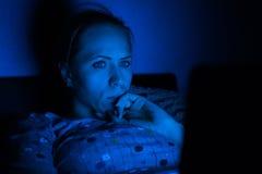 Ordenador portátil en noche Foto de archivo