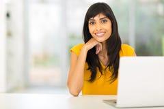Ordenador portátil indio de la mujer Fotos de archivo
