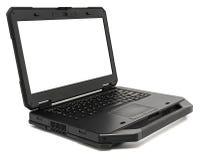 Ordenador portátil rugoso con la pantalla en blanco, aislada en un blanco Imagen de archivo