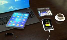 Ordenador portátil, Tablet PC, teléfono elegante con el cargador inalámbrico en el offi ilustración del vector