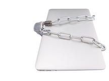 Ordenador portátil y cadenas III imagenes de archivo