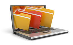 Ordenador portátil y carpetas (trayectoria de recortes incluida) Imágenes de archivo libres de regalías