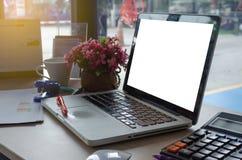 Ordenador portátil y gráfico fotografía de archivo libre de regalías