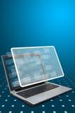 Ordenador portátil y ventana Imagenes de archivo