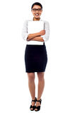 Ordenador portátil femenino del abarcamiento del encargado firmemente Fotografía de archivo libre de regalías