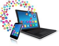 Ordenador portátil y teléfono de Smart con los apps Foto de archivo libre de regalías