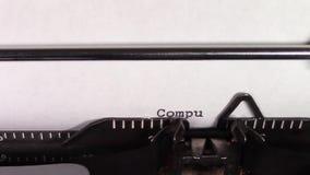 Ordenadores de las palabras '101' siendo mecanografiado en una máquina de escribir metrajes
