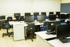 Ordenadores de sala de clase Fotos de archivo libres de regalías