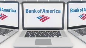 Ordenadores portátiles con la Bank of America el logotipo en la pantalla Representación conceptual del editorial 3D de la informá Imagenes de archivo