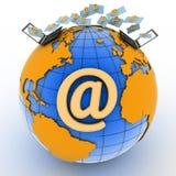 Ordenadores portátiles con los email entrantes en el globo Fotos de archivo