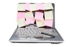 Ordenadores portátiles en vez de la nota de la hoja generalmente. Foto de archivo libre de regalías