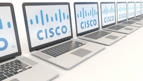 Ordenadores portátiles modernos con el logotipo de Cisco Systems Clip conceptual del editorial 4K de la informática, lazo inconsú stock de ilustración