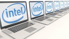Ordenadores portátiles modernos con el logotipo de Intel Corporation Representación conceptual del editorial 3D de la informática ilustración del vector