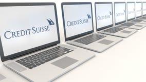 Ordenadores portátiles modernos con el logotipo del grupo de Credit Suisse Representación conceptual del editorial 3D de la infor Fotografía de archivo libre de regalías