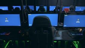 Ordenadores profesionales en club cibernético del juego almacen de video