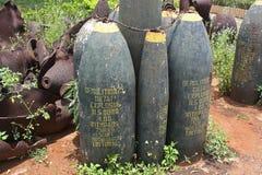 Ordenanza abandonada en una base militar anterior de los E.E.U.U. en Vietnam fotos de archivo