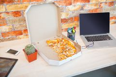The ordered pizza in a close-up box is very appetizing Royalty Free Stock Images