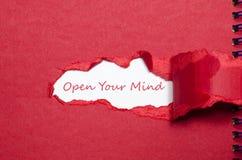 Ordet öppnar din mening som visas bak sönderrivet papper Arkivfoto