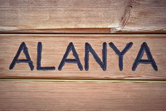 Ordet Alanya är skriftligt på träbakgrund, Turkiet Arkivbild
