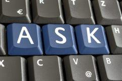 Ordet frågar spekked på datortangentbordet arkivbilder