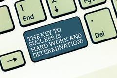 Ordet som skriver text tangenten till framgång, är hårt arbete och beslutsamhet Affärsidé för dedikation som mycket arbetar fotografering för bildbyråer