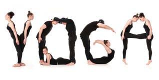 Ordet YOGA som bildas av gymnastkroppar arkivfoto