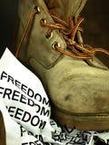 Ordfriheten som krossas av en tung gammal militär känga Royaltyfri Foto
