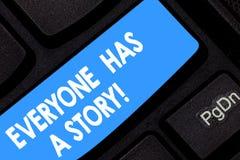 Ordhandstiltext alla har en berättelse Affärsidé för bakgrundshistorieberättandet som berättar dina minnessagor arkivbilder