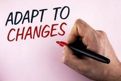Ordhandstiltext anpassar till ändringar Affärsidé för innovativ ändringsanpassning med teknologisk evolution som är skriftlig vid Arkivfoton