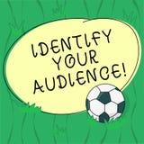 Ordhandstiltext att identifiera dina åhörare Affärsidé för att figurera ut målåhörarna och deras behovsfotboll stock illustrationer