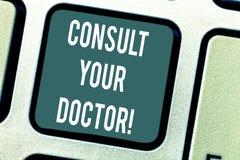 Ordhandstiltext att konsultera din doktor Affärsidéen för går till någon som studerade i medicinska fakulteten för rådgivning stock illustrationer