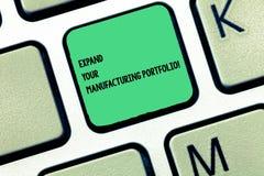 Ordhandstiltext att utvidga din fabriks- portfölj Affärsidé för Make en större katalog av produkttangentbordtangenten royaltyfri foto