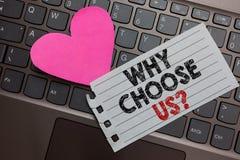 Ordhandstiltext därför välj oss frågan Affärsidé för anledningar för att välja vårt märke över andra Ashy dator för argument royaltyfri fotografi