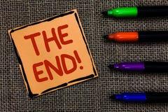 Ordhandstiltext den Motivational appellen för slut Affärsidé för avslutning av tid för något avsluta av konst för livmarkörpennor royaltyfri foto
