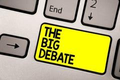 Ordhandstiltext den stora debatten Affärsidé för guling för tangentbord för skillnader för argument för presentation för föreläsn royaltyfri bild