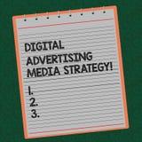 Ordhandstiltext Digital som annonserar massmediastrategi Affärsidéen för befordran för sökandemotoroptimization fodrade arkivbild