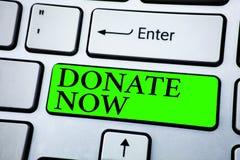Ordhandstiltext donerar nu Affärsidéen för Give något till välgörenhet är en hjälp för organgivare andra Begrepp för Informatio arkivfoton