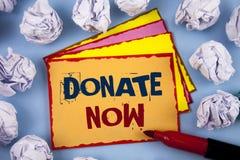 Ordhandstiltext donerar nu Affärsidéen för Give något till välgörenhet är en hjälp för organgivare andra begreppet för informatio royaltyfria foton