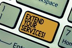 Ordhandstiltext fördjupa din service Affärsidéen för Broaden eller att utvidga räckvidden av servicen erbjöd royaltyfri bild
