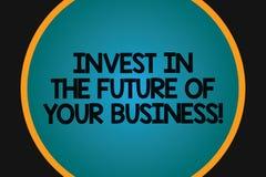 Ordhandstiltext investerar i framtiden av din affär Affärsidé för att Make investeringar ska förbättra det stora företaget vektor illustrationer