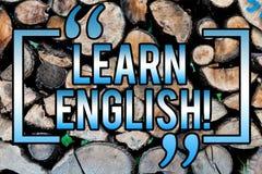 Ordhandstiltext lär engelska Affärsidéen för studie ett annat språk lär något den träutländska kommunikationen arkivfoto