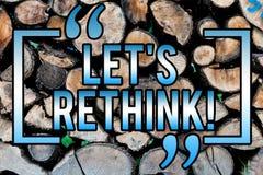 Ordhandstiltext lät S ompröva Affärsidé för Give som visar tid att tänka saker igen för att omdana för att forma om träbakgrund royaltyfria foton