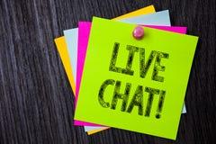 Ordhandstiltext Live Chat Motivational Call Affärsidéen för realtidsmassmediakonversation meddelar direktanslutet den åtskilliga  Fotografering för Bildbyråer