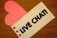 Ordhandstiltext Live Chat Motivational Call Affärsidéen för realtidsmassmediakonversation meddelar direktanslutet Paperpiece pag Royaltyfria Foton