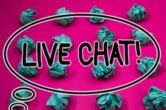 Ordhandstiltext Live Chat Motivational Call Affärsidéen för realtidsmassmediakonversation meddelar direktanslutet skrynkligt papp Arkivfoto