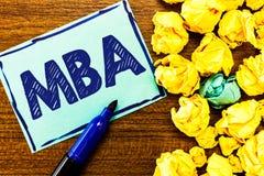 Ordhandstiltext Mba Affärsidé för avancerad grad i affärsfält liksom administration och marknadsföring royaltyfri foto