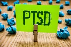 Ordhandstiltext Ptsd Affärsidé för för spänningsoordning för stolpe cyan objec för traumatiskt för mentalsjukdom för trauma för s arkivfoto